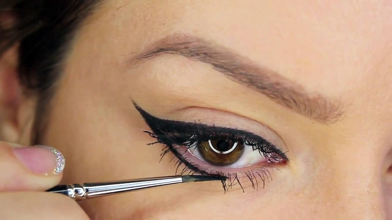 winged eye-liner